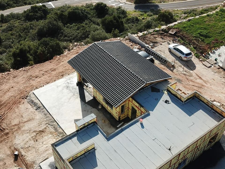 בניית גג אלון בנייה טבעית